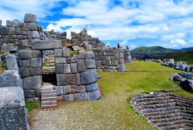 Sacsayhuaman complejo arqueologico en Cusco
