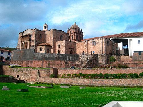Convento de Santo Domingo construido sobre el templo del Koricancha, Cusco